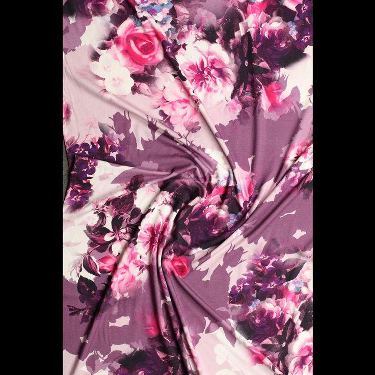 roze pastel stretch tricot aubergine roze gebloemd digitale print