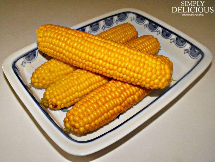 w Grecji gdzie się nie popatrzysz tam widzisz kukurydze albo gotowaną albo z grilla podaj kukurydzę z masełkiem i solą.Bedzie dobra na plotkowanie