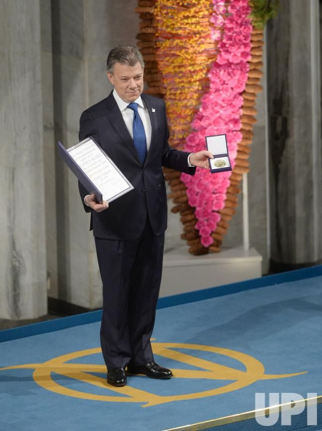 Colombian president Juan Manuel Santos holds the Nobel Peace Prize Award at City Hall in Oslo on December 10, 2016. Santos was awarded the…