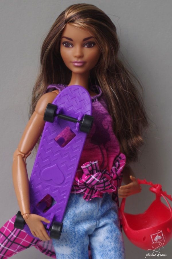Made To Move Barbie Doll Skateboarder Barbie Poup 233 Es