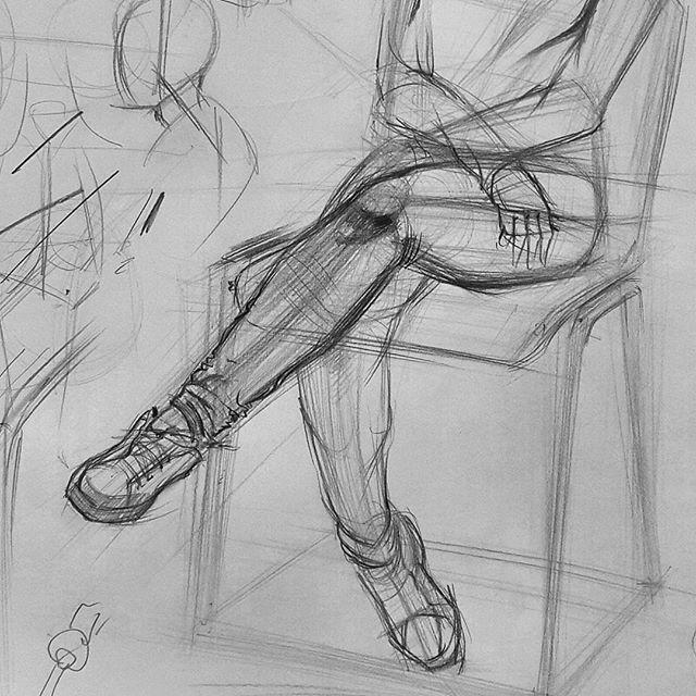#draw#drawing#karakalem#portre#güzelsaatlar#sanat#obje#tasarim#cloth#color#gsf#fineart#paint#kurs#atölye#resim#sketch#desen#hazırlık#kurs#grafik#içmimarlık#sanatköşkü#imgesel#mekan#figür#çizim#body#knees