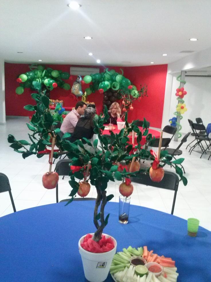 Centro de mesa: árbol con manzanas de caramelo, tema ...