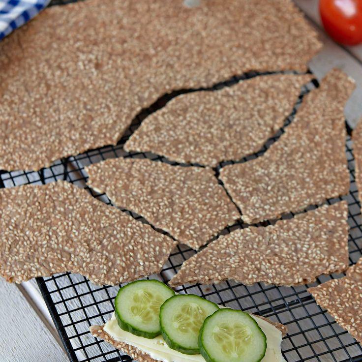 Bryt loss en lagom stor bit bröd & ät det med ett gott pålägg.