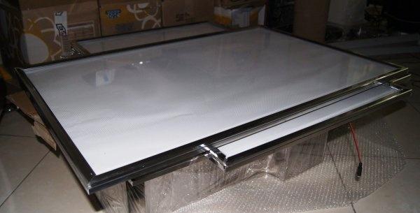 caja de luz tipo snap con perfil de aluminio y luz led