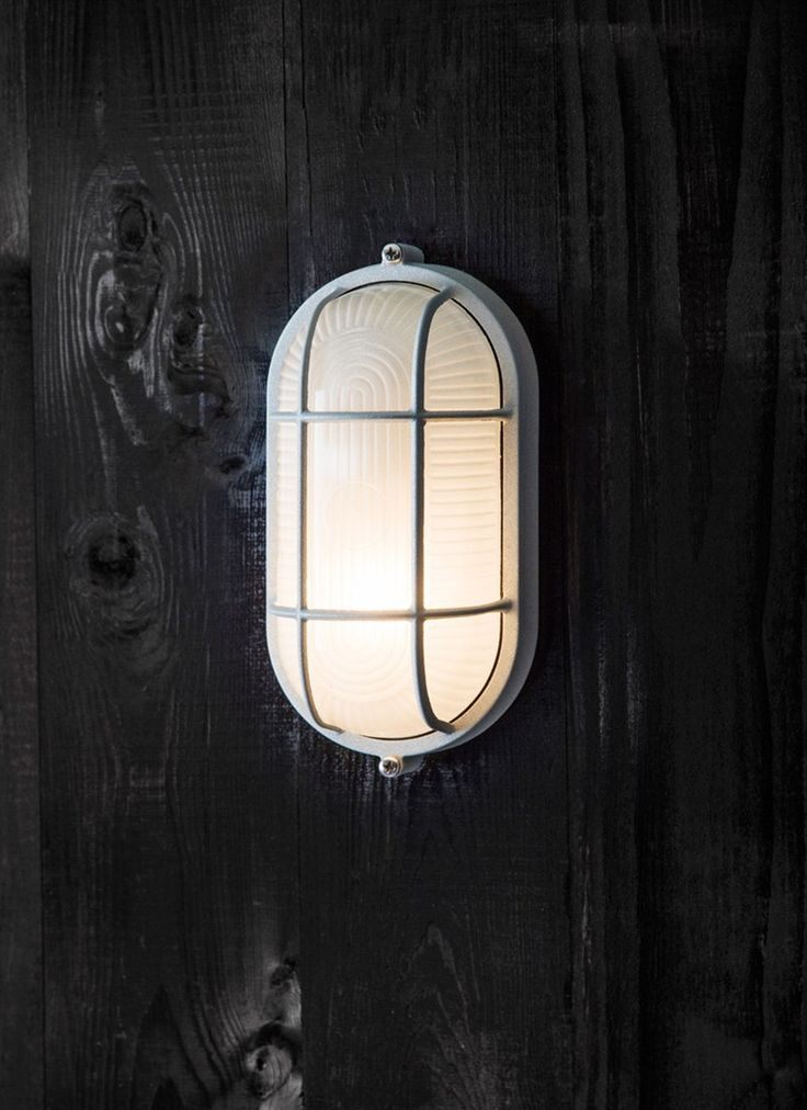 The nautical inspired Chatham Small Bulk Head Light is perfect positioned on the exterior of the house, garage or potting shed