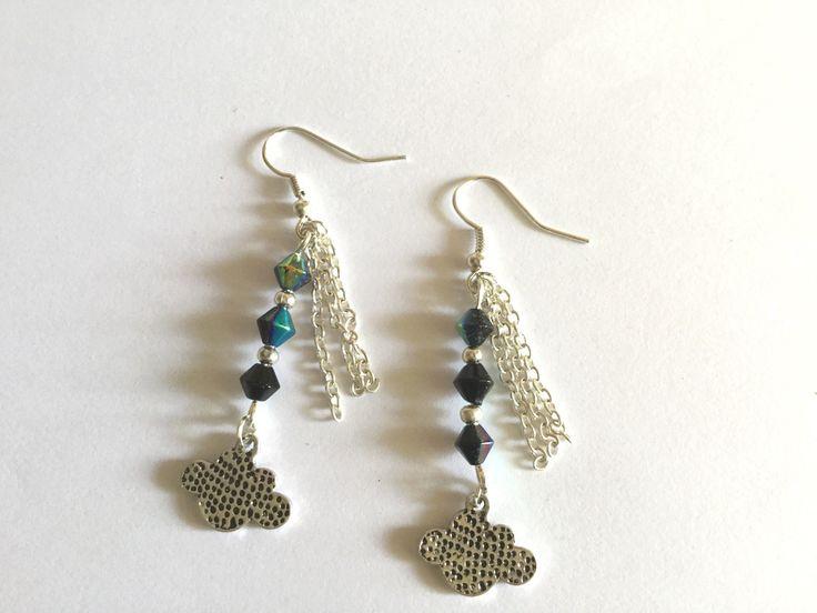 Boucles d'oreille breloque nuage et perles de verre : Boucles d'oreille par titi-lukoom