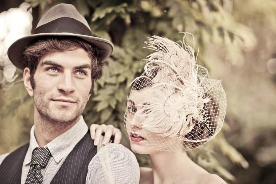 Vintage look: bride & groom with hats.