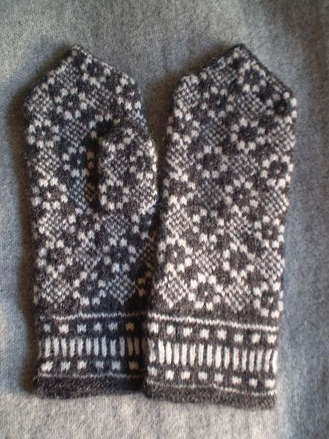 Ravelry: Savitaks' Confiscated mittens