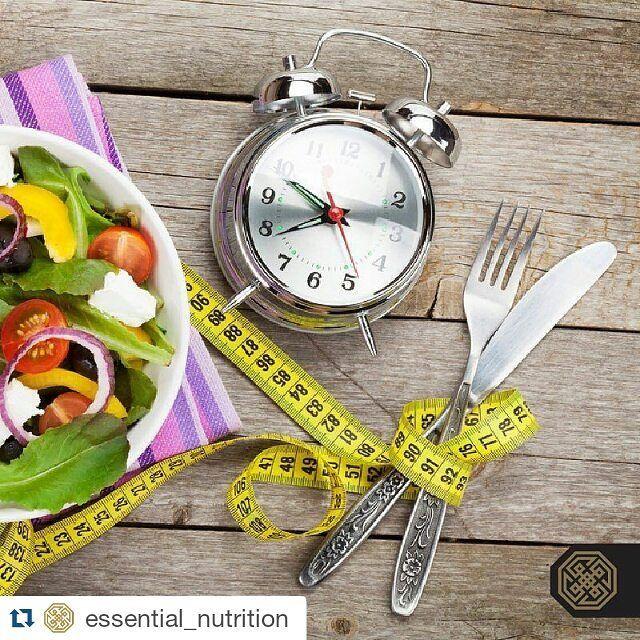 """Não comer tarde da noite é bom para o cérebro  Segundo novas pesquisas para os notívagos que sofrem de privação de sono comer menos durante tarde da noite pode ajudar a reduzir o deficit de concentração e atenção que acompanham a privação do sono.  """"Os adultos consomem cerca de 500 calorias adicionais durante o horário de fim de noite quando estão com falta de sono. Nossa pesquisa descobriu que abster-se de calorias durante o fim de noite ajuda a prevenir um pouco do declínio…"""