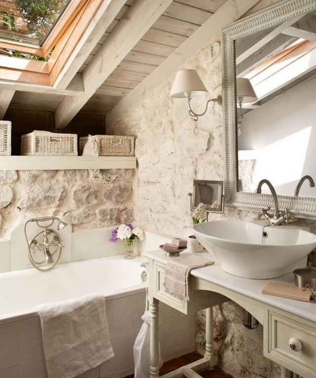 Mediterrán fürdőszoba fehér mosdótál