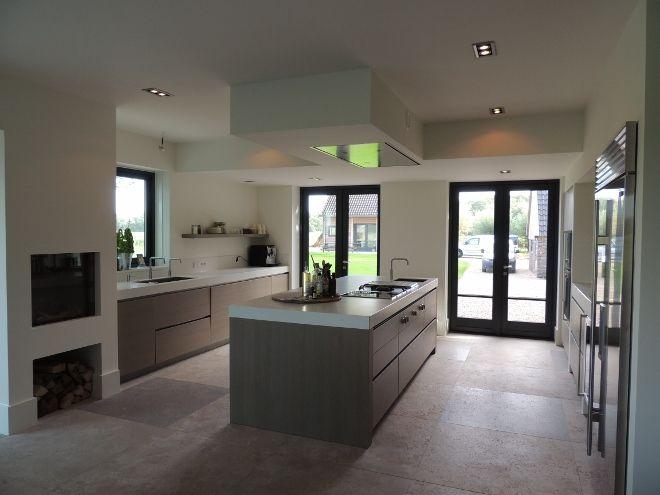Keuken met keukenvloer van natuursteen via Nieuwenhuizen natuursteen