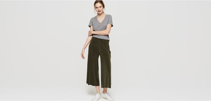 """With an irresistibly silky handfeel and chalky finish, this fluid fabric elevates - in an inherently Lou & Grey way. Elasticized waist. Slash pockets. 22"""" inseam."""