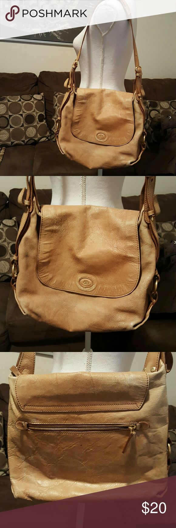 The bridge leather bag Change of color of the leather by the time and used, but no tears , interior in mint condition.  High 11 wide 14 The bridge  Bags Shoulder Bags