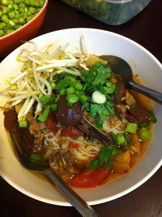 rice noodles with spicy pork sauce (ขนมจีนน้ำเงี้ยว ...