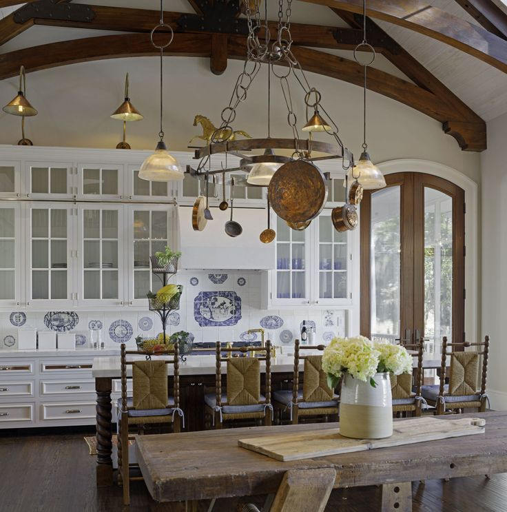 What Is A French Country Kitchen Versus An English Country Kitchen?    ELLEDecor.com
