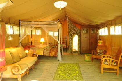 Safari-lodge tent, camping in luxury in our fully equipped safari tents on our rustic campground in the green heart of the Drome. Camping in trendy style with comfort