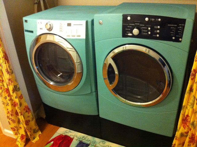 Is there anything Annie Sloan Chalk Paint won't do? shut the front door....I never thought of using the Annie Sloan paint for my washer and dryer! Must paint my new set!