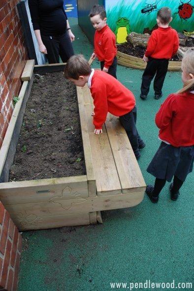 garden bench planter box. awesome construction and so simple to build! multipurpose bench garden kneeler. planter benchplanter boxesplantersschool box e
