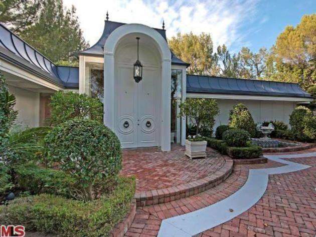 Elvis Presley's Former Beverly Hills Home: Entrance