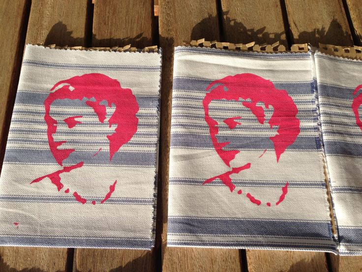 Material Napkins with screen printed queen