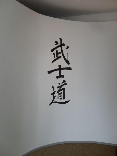 Decorazione pavimenti pareti armadi sedie con materiale vinilico  o mascherature  e vernice Scopri di più su www.guidoborgonovo.it