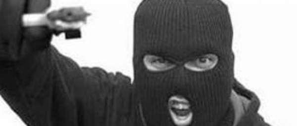 В Николаеве неизвестные с масках и с пистолетом напали на торговый киоск  http://novosti-mk.org/events/4782-v-nikolaeve-neizvestnye-s-maskah-i-s-pistoletom-napali-na-torgovyy-kiosk.html  3 апреля в полицию поступило сообщение от продавца торгового киоска о совершении разбойного нападения.  #Николаев #Nikolaev {{AutoHashTags}}