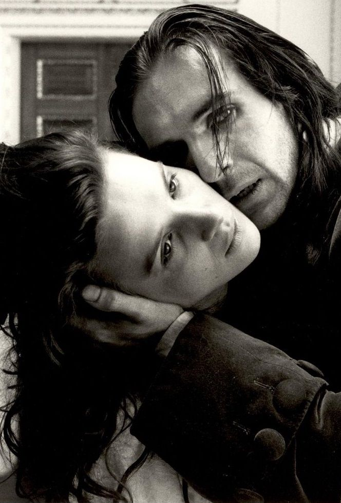 Juliette Binoche and Ralph Fiennes in WUTHERING HEIGHTS (1992)