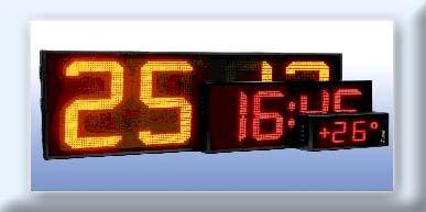 Orologi digitali professionali adatti per negozi. Sono forniti di datario, orario e temperatura. Le misure disponibili sono moltissime con la possibilità di scegliere anche il colore dei led.