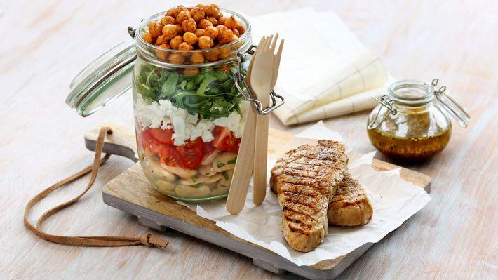 Grillet skinkebiff med kikert- og bønnesalat - MatPrat
