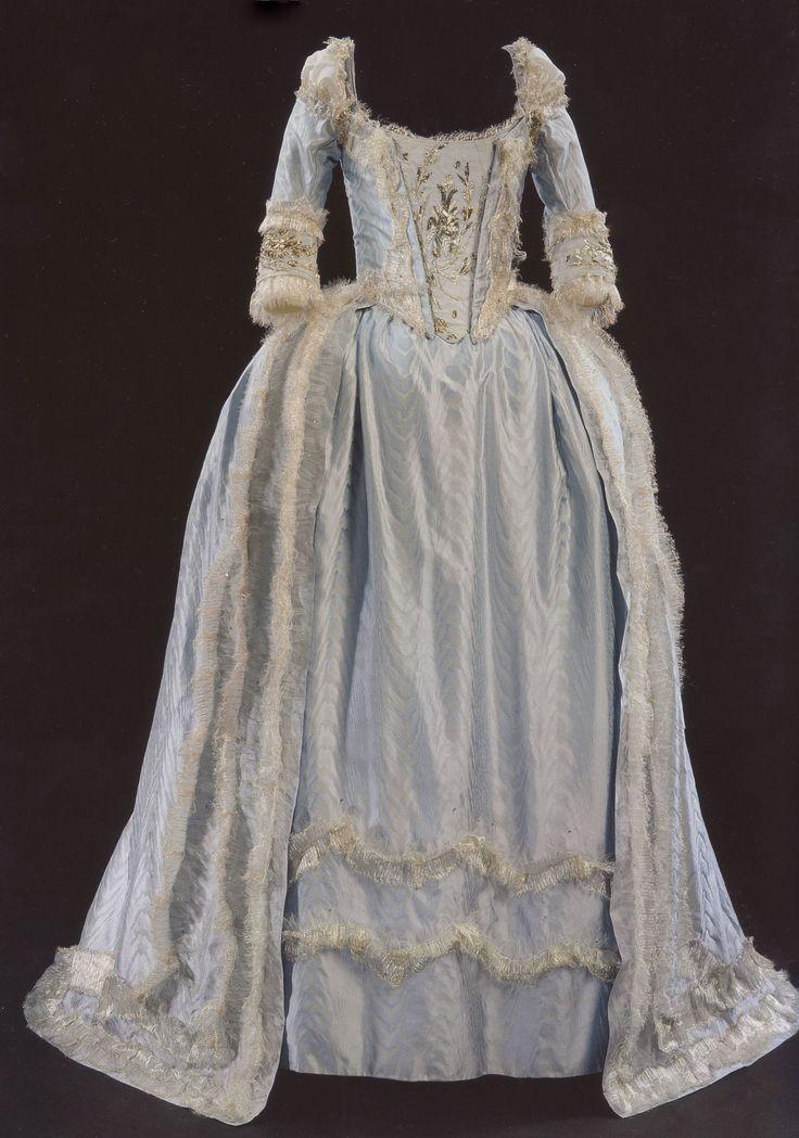 112 best marie antoinette movies images on pinterest for Marie antoinette wedding dress