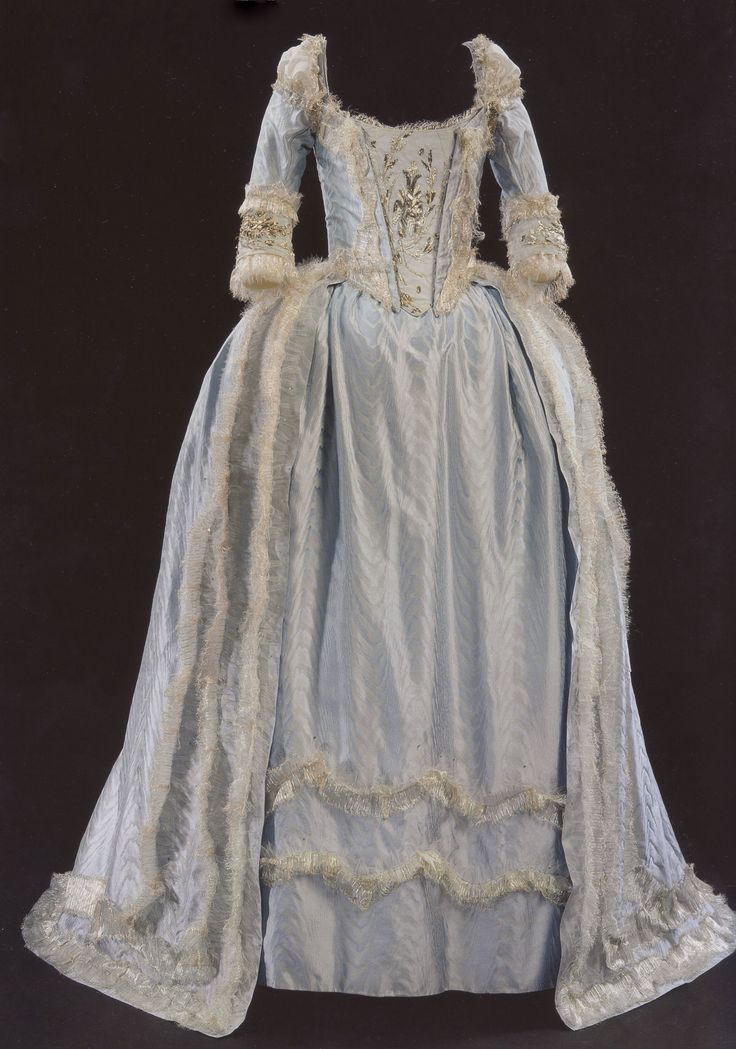 110 best images about marie antoinettes dresses on pinterest marie antoinette costume. Black Bedroom Furniture Sets. Home Design Ideas