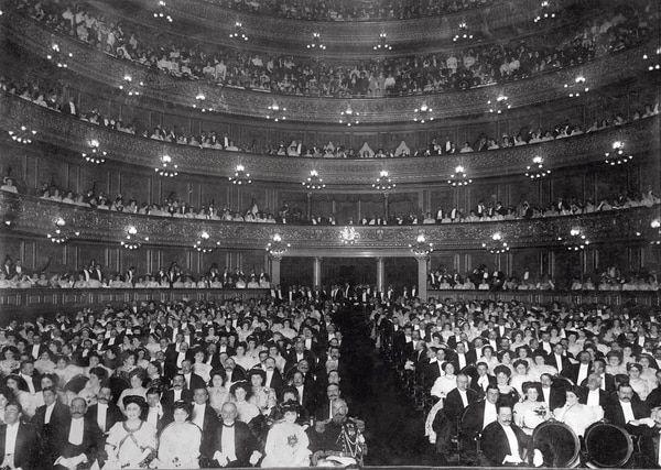 Función de Gala en el Teatro Colon, 1910 (Archivo General de la Nación)