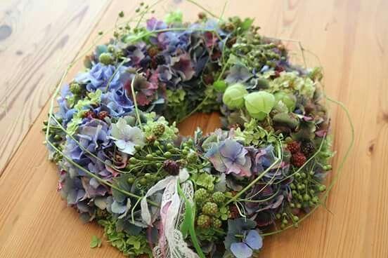 Hortensien und Früchte