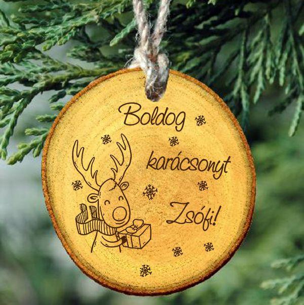 Gravírozott természetes fakorong karácsonyfa dísz egyedi névvel - szarvasos