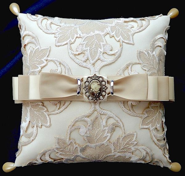 ateliersarah's ring pillow/using a doily