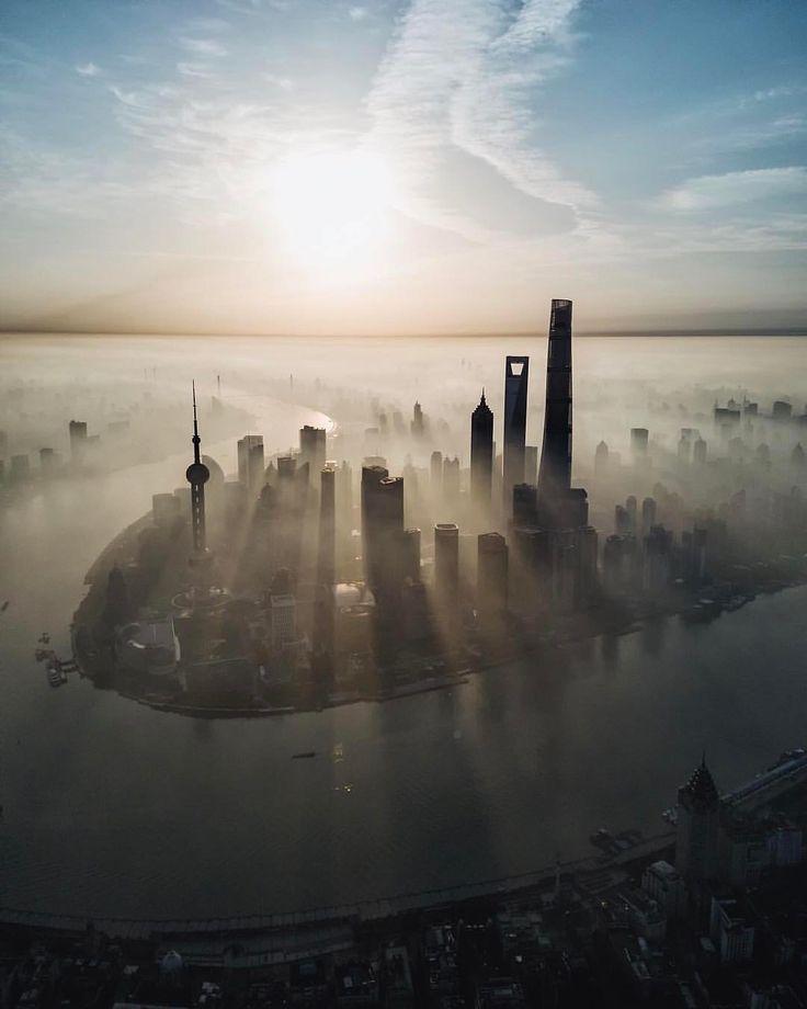 """6,724 To se mi líbí, 44 komentářů – DigitalRev ® (@digitalrev) na Instagramu: """"Morning rays from Shanghai. Photo: @youknowcyc_"""""""