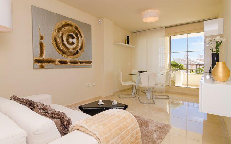 Роскошные апартаменты с видом на море и бассейном в Finestrat. Эти роскошные апартаменты предлагают абсолютный комфорт и идеально подходят в качестве инвестиций в недвижимость. В апартаменты входят 2 спальни (есть вариант с 3 спальнями), две ванные комнаты с ванной, большая столовая и гостинная, отдельнная кухня, оснащенная всей кухонной техникой и несколько больших террасс. Ежедневно вам будет открыватся фантастический вид на море и на Бенидорм. В общем саду есть большой бассейн и несколько…