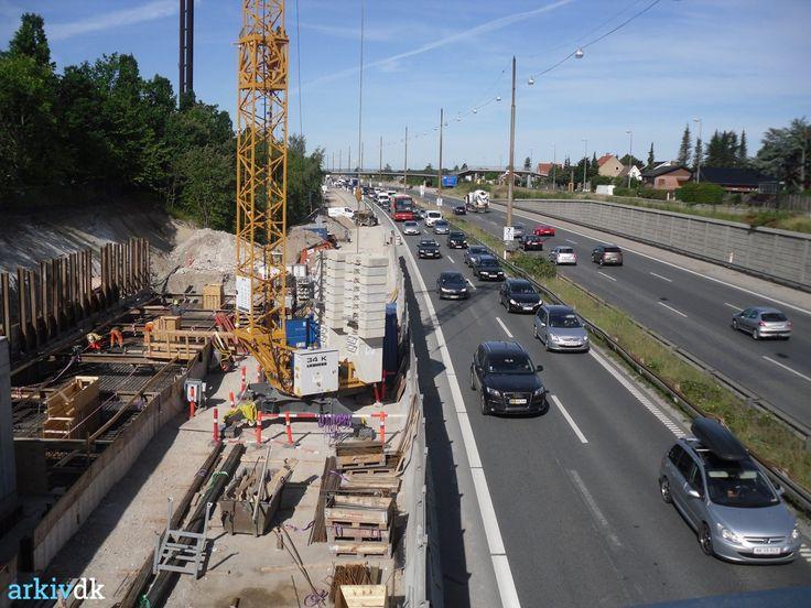 arkiv.dk | Ringstedbanen skal løbe langs med motorvejen i højre side af billedet..2015