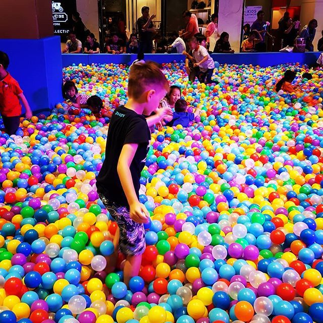 Childrens Day in Bangkok. #digitalnomad #traveller #travel #travelphotography #travelblogger #thailand #bangkok #bkk #children #childrensday #ballpit #balls #fun #familytravel #prouddad #instalife