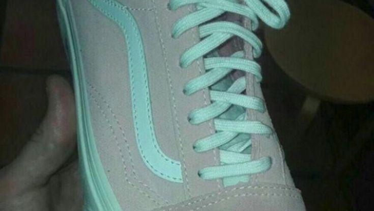 la zapatilla verde o rosada