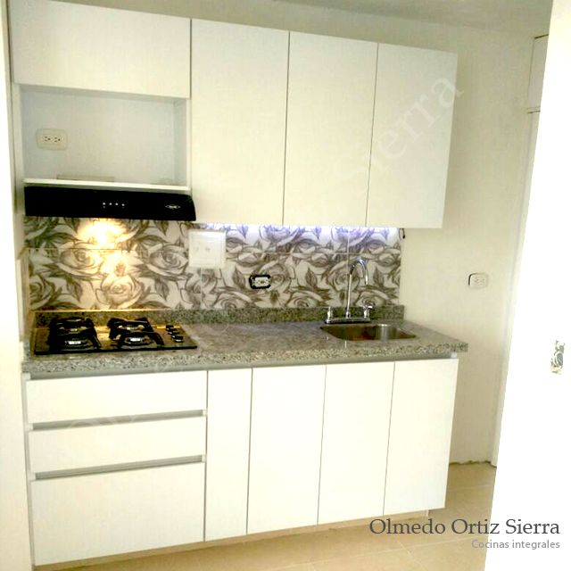 Cocina Integral Pequeña. Acabados de alta Calidad #cocinas #cocinasintegrales #cocinasmodernas #diseñococinas #remodelar