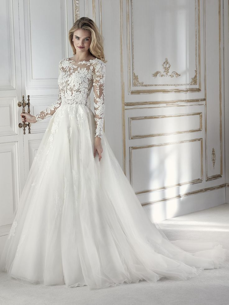 Exquisite wedding dress with a two-piece effect. A ballgown design that pairs a full tulle skirt with a bodice with a bateau neckline and V-back. Made in embroidered tulle with beading. Fabrics that blend into the skin creating a second-skin effect. The sheerness can also be played down by wearing it with the detachable lining. A perfect dress for a unique day.