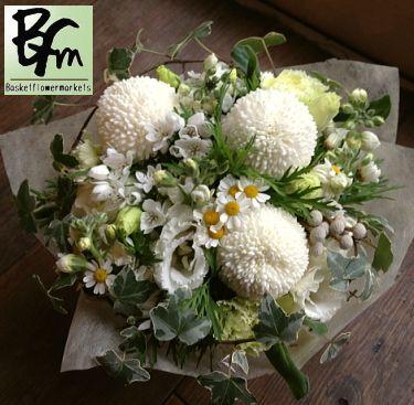 花ギフトのプレゼント【BFM】 ポンポン菊を使ったお供えのフラワーアレンジメント