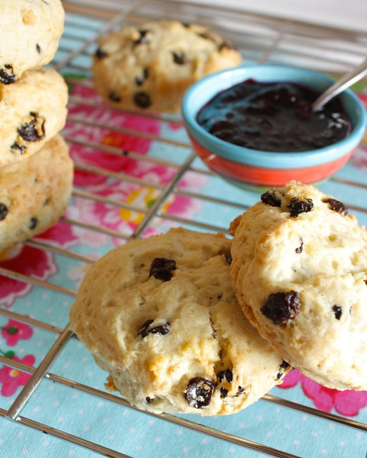 Homemade scones met clotted cream