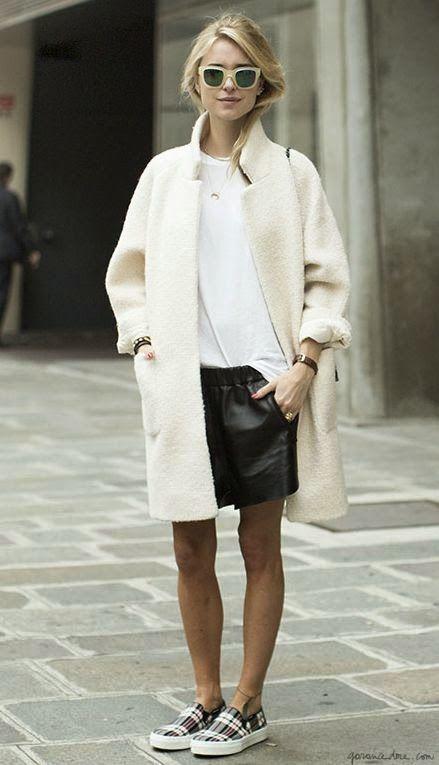 Black & white easy wearing. White coat, leather skirt, sleep-on