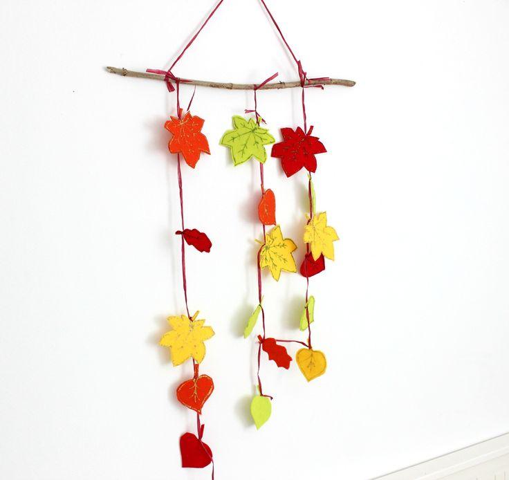 Mit Kindern für den Herbst basteln: eine easypeasy Girlande aus herbstlichen Filzblättern, auch als Herbstdekoration nutzbar. DIY auf  http://lifestylemommy.de/mama-talk-diy-herbstgirlande-basteln-fuer-den-herbst/  autumn DIY toddler Basteln