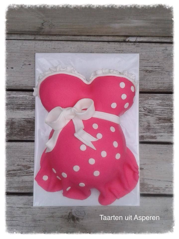 Een zwangere buiktaart voor een babyshower.