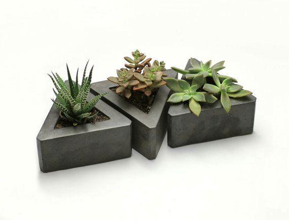 Triangle Concrete Planter - set of 3                                                                                                                                                                                 Mais