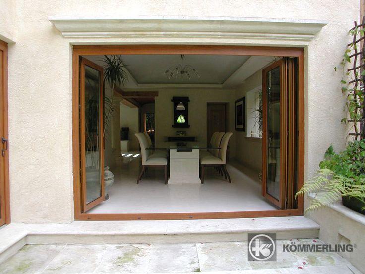 Ventanas de aluminio plegables comedor al peque o patio for Puerta en ingles