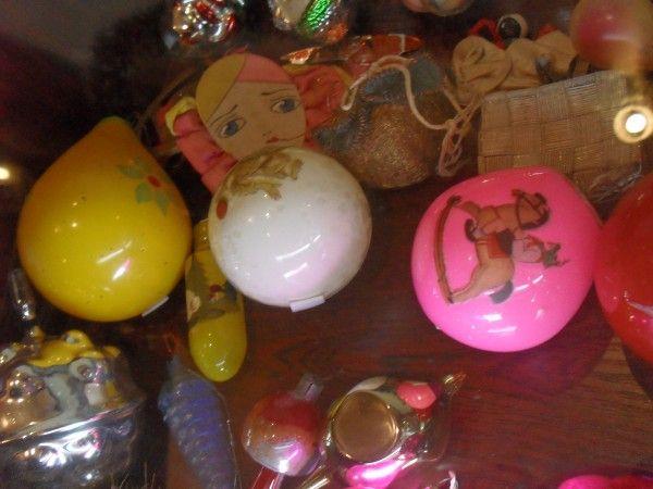 """выставка  """"Ёлка, свечка, два шара... История ёлочной игрушки длиною в целый век"""", на которой можно увидеть новогодние ёлочные игрушки с конца XIX века до 1980-90-х годов https://www.facebook.com/Kukolnydom"""